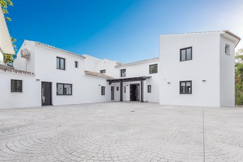 6 bedroom detached house  - Marbella, Andalucia, Spain