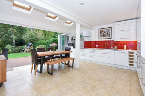 4 bedroom house to rent - Northcroft Close, Englefield Green, Egham, Surrey, TW20