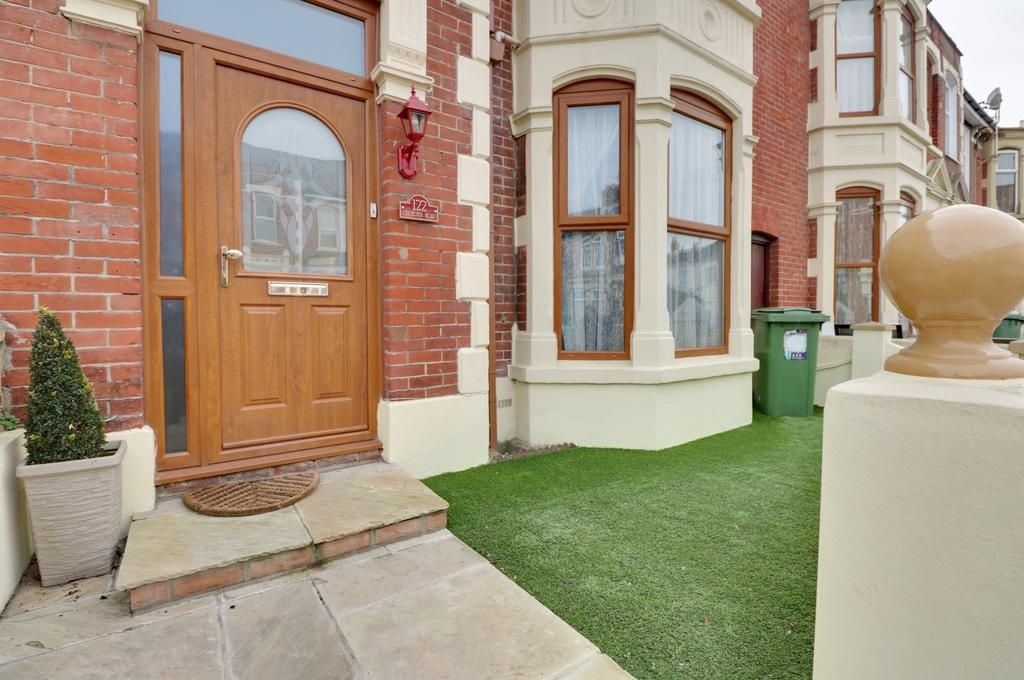 4 Bedrooms Terraced House for sale in Chichester Road, Portsmouth