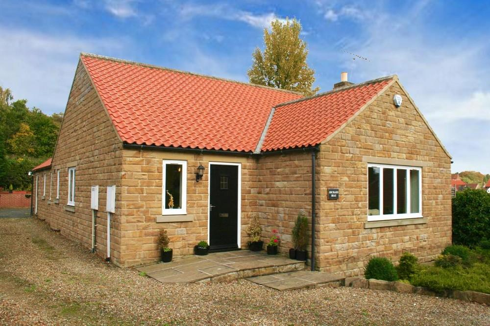 3 Bedrooms Detached Bungalow for sale in Orchard Brae, Pickering Road, Thornton le Dale, YO18 7LH