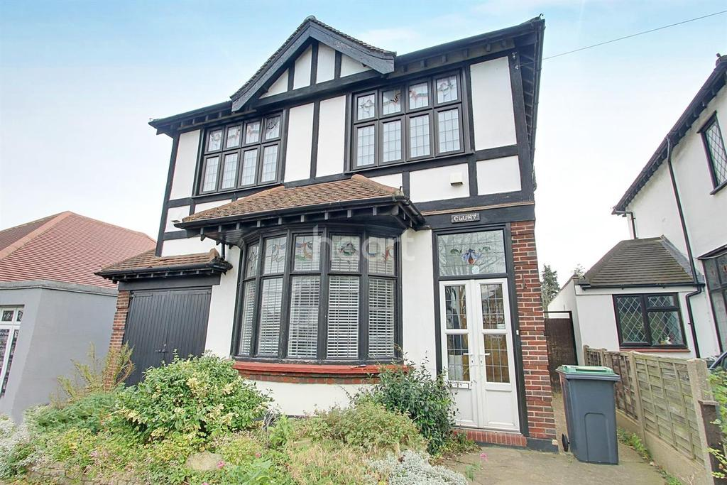 4 Bedrooms Detached House for sale in Victoria Avenue, Southend on Sea