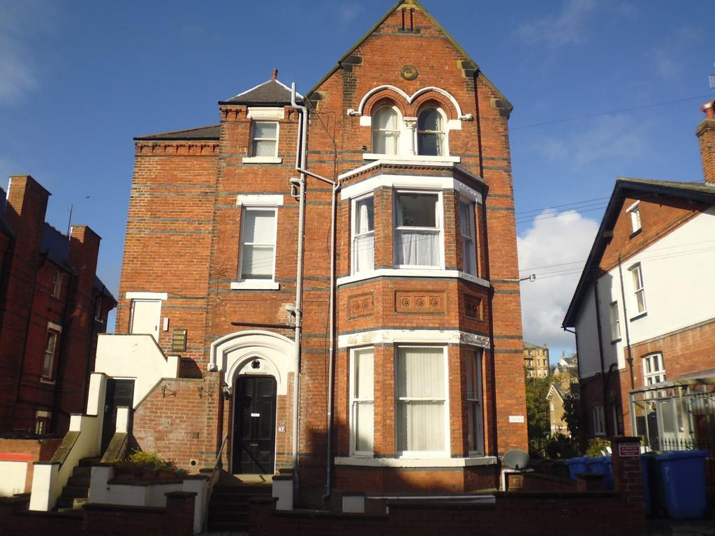 1 Bedroom Ground Flat for sale in Grosvenor Road, Scarborough, YO11