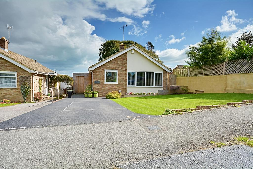 2 Bedrooms Detached Bungalow for sale in Bexhill-On-Sea