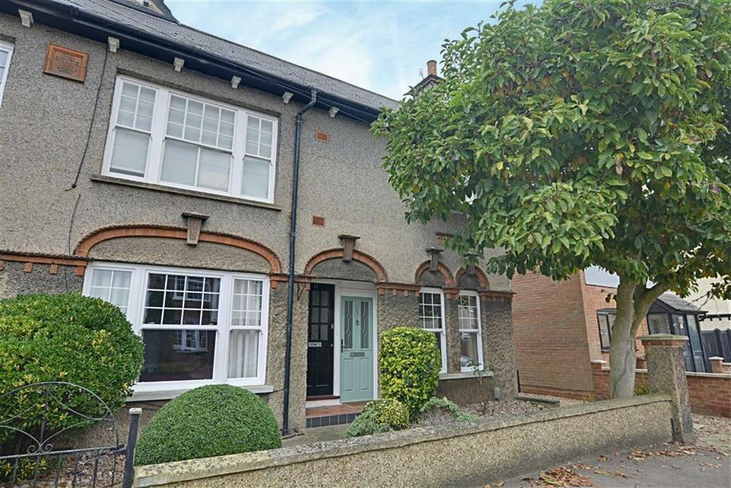 2 Bedrooms Flat for sale in Fairfax Road, Hertford, Herts, SG13