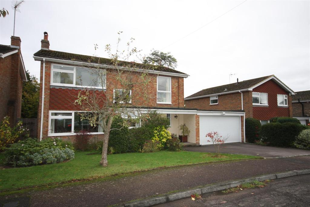 4 Bedrooms Detached House for sale in Red House Gardens, Wateringbury