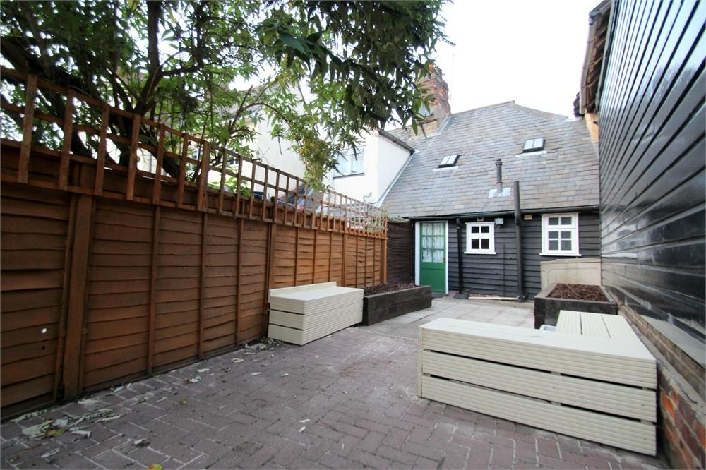 2 Bedrooms Cottage House for sale in East Street, Colchester, Essex