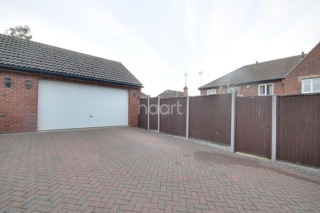 4 Bedrooms Semi Detached House for sale in Hall Avenue, Rushden