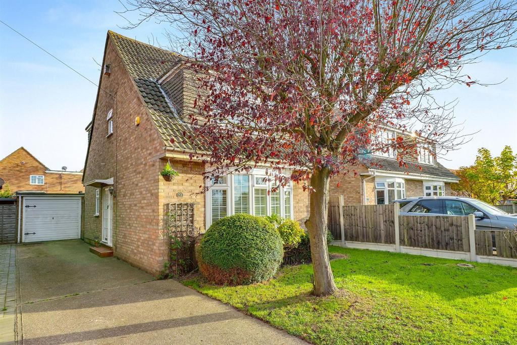 3 Bedrooms Detached House for sale in Langford Crescent, Thundersley