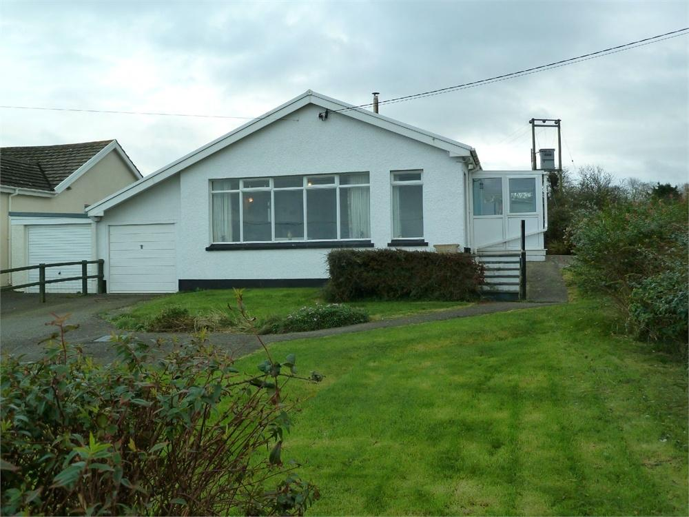 3 Bedrooms Semi Detached Bungalow for sale in Caeryrfa, Tresaith Road, Aberporth, Ceredigion