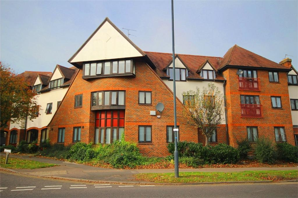 2 Bedrooms Flat for sale in Birchwood Court, Letchworth