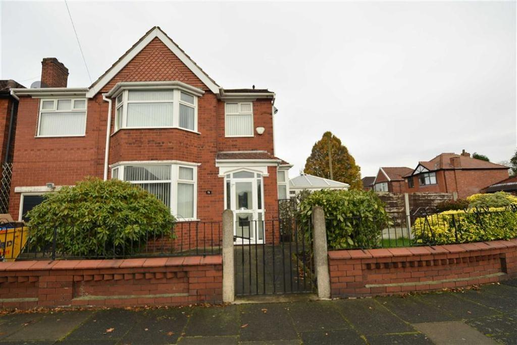 4 Bedrooms Detached House for sale in Moss Park Road, STRETFORD