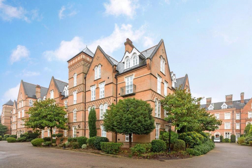 2 Bedrooms Flat for sale in The Grange, Holloway Drive, Virginia Water, Surrey, GU25