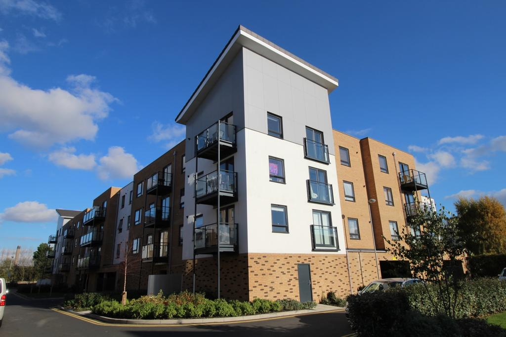 2 Bedrooms Flat for sale in Creek Mill Way Dartford DA1