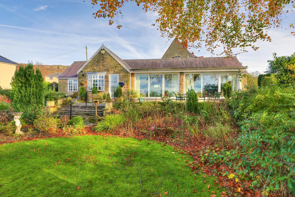 3 Bedrooms Detached Bungalow for sale in Claremont, The Green, Curbar