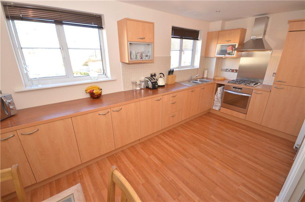 4 Bedrooms Terraced House for sale in Aldersyde Road, Guiseley, Leeds