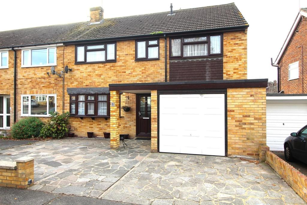 5 Bedrooms End Of Terrace House for sale in Whitethorn Gardens, Chelmsford, Essex, CM2