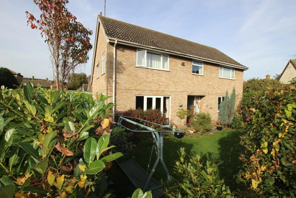 5 Bedrooms Detached House for sale in Willow Walk, Ely