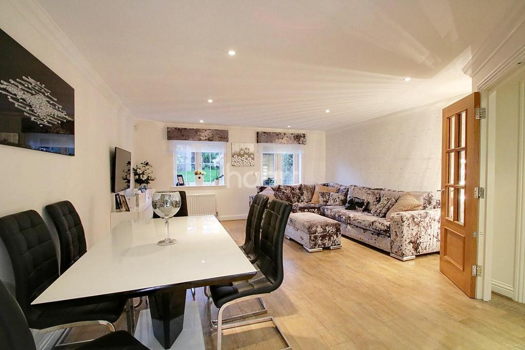 3 Bedrooms Terraced House for sale in Hampton Close, South Side Borehamwood