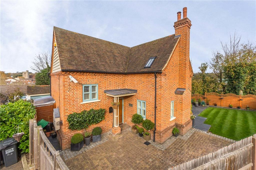 3 Bedrooms Detached House for sale in London Road, Welwyn, Hertfordshire