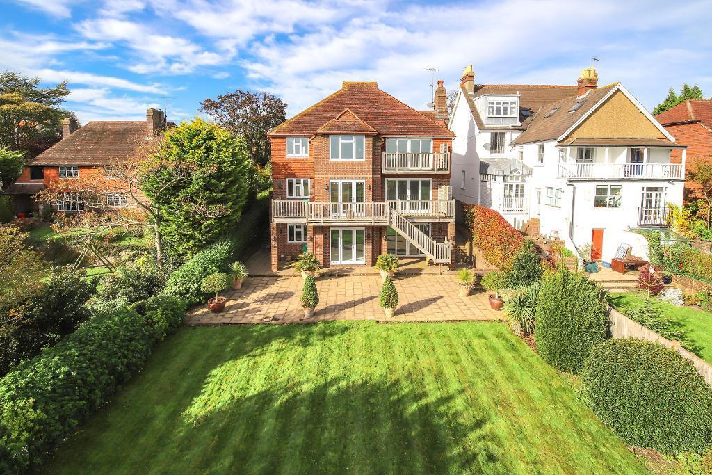 4 Bedrooms Detached House for sale in Goring Road, Steyning, BN44 3GF