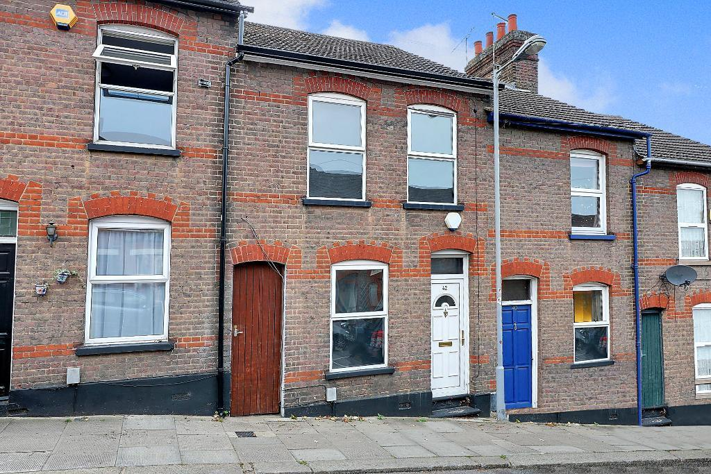 2 Bedrooms Terraced House for sale in Tennyson Road, South Luton, Luton, LU1 3RS