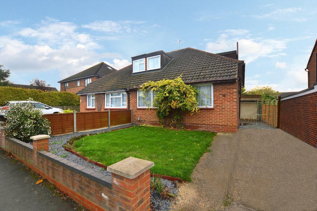 4 Bedrooms Bungalow for sale in Downs Road, Dunstable, Bedfordshire, LU5 4DE