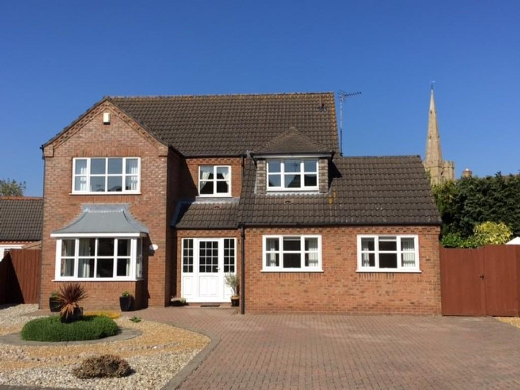 5 Bedrooms Detached House for sale in Steeple View, March