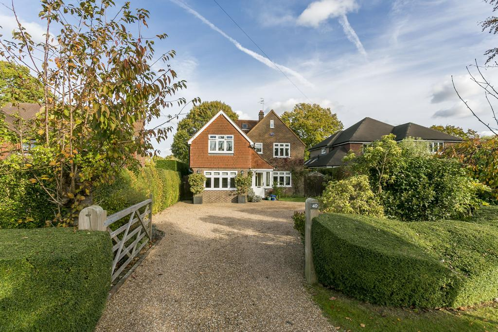 5 Bedrooms Detached House for sale in Dornden Drive, Langton Green