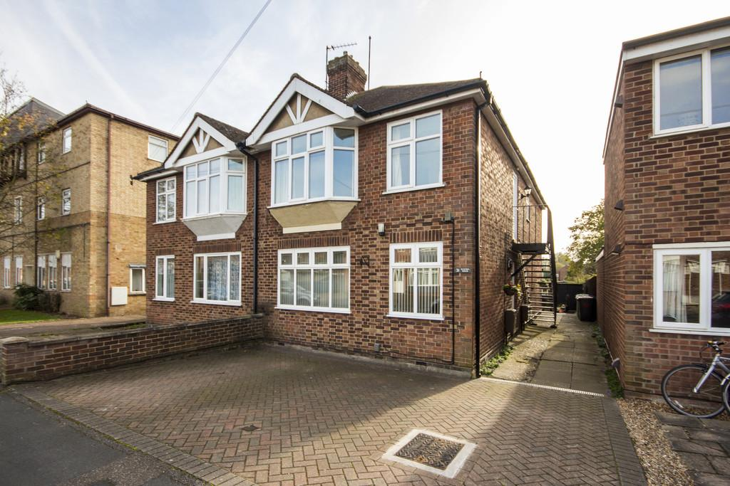 2 Bedrooms Ground Maisonette Flat for sale in Elfleda Road, Cambridge
