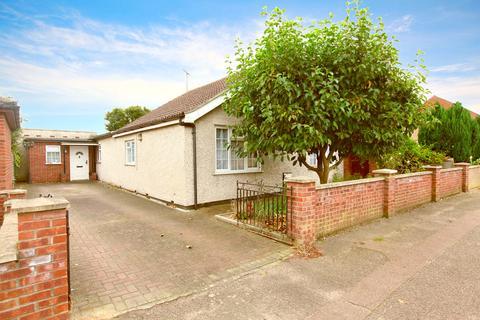 3 bedroom detached bungalow for sale - Villa Road, Stanway, CO3 0RN