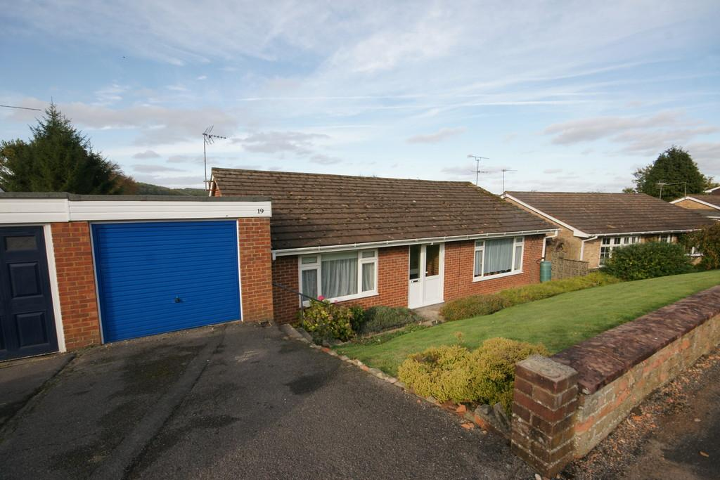 3 Bedrooms Semi Detached Bungalow for sale in Princess Drive, ALTON, Hampshire