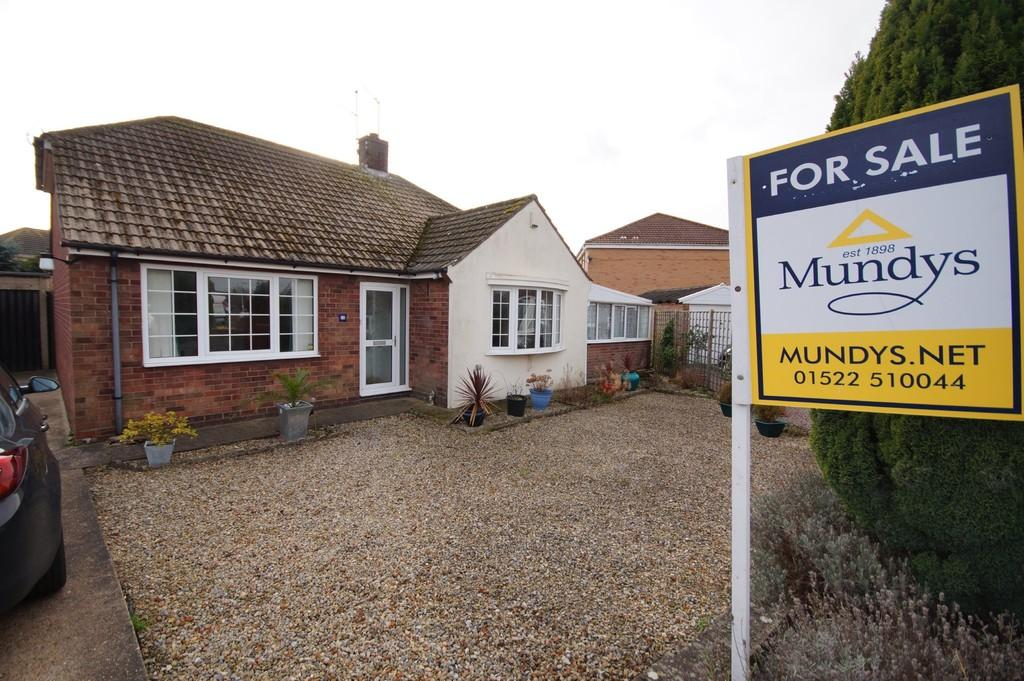 3 Bedrooms Detached Bungalow for sale in Victor Drive, North Hykeham