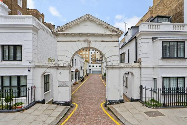 2 Bedrooms Mews House for sale in Gaspar Mews, London, SW5