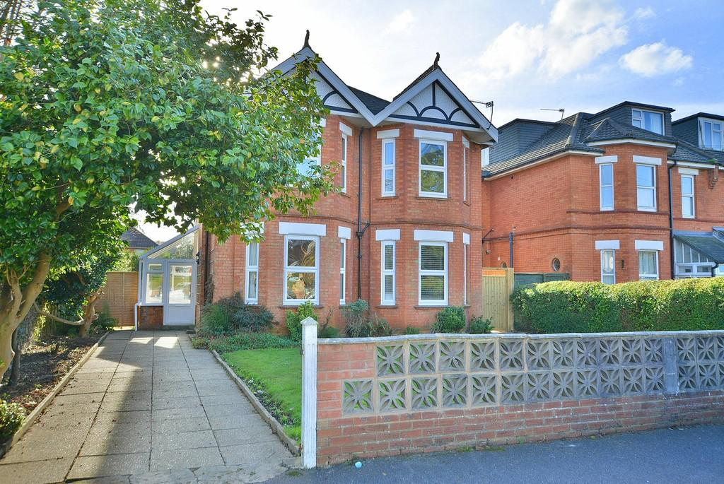 4 Bedrooms Detached House for sale in Lowther Road, Bournemouth