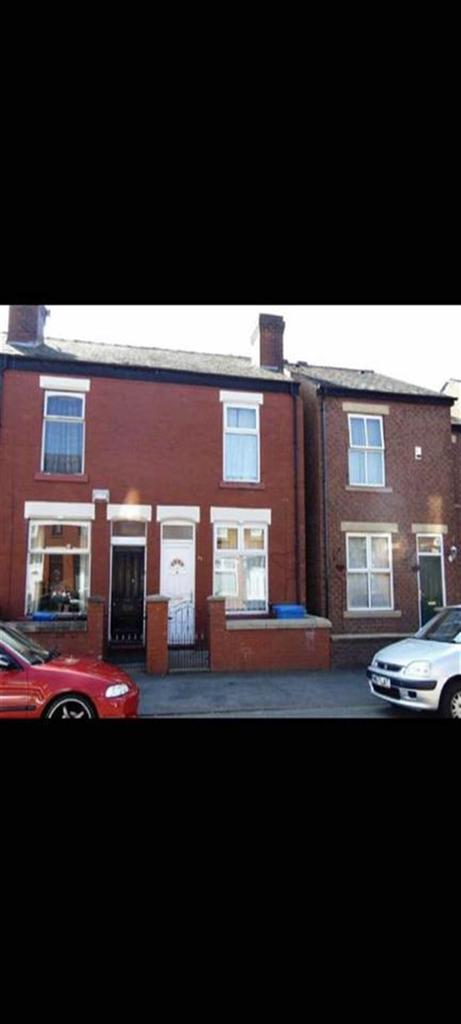 2 Bedrooms Terraced House for sale in Lowfield Road, Stockport, Cheshire