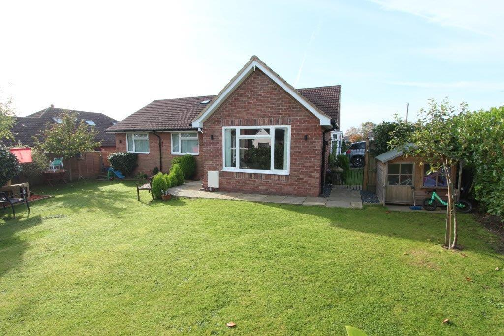 3 Bedrooms Detached Bungalow for sale in Maddoxford Lane, Botley SO32