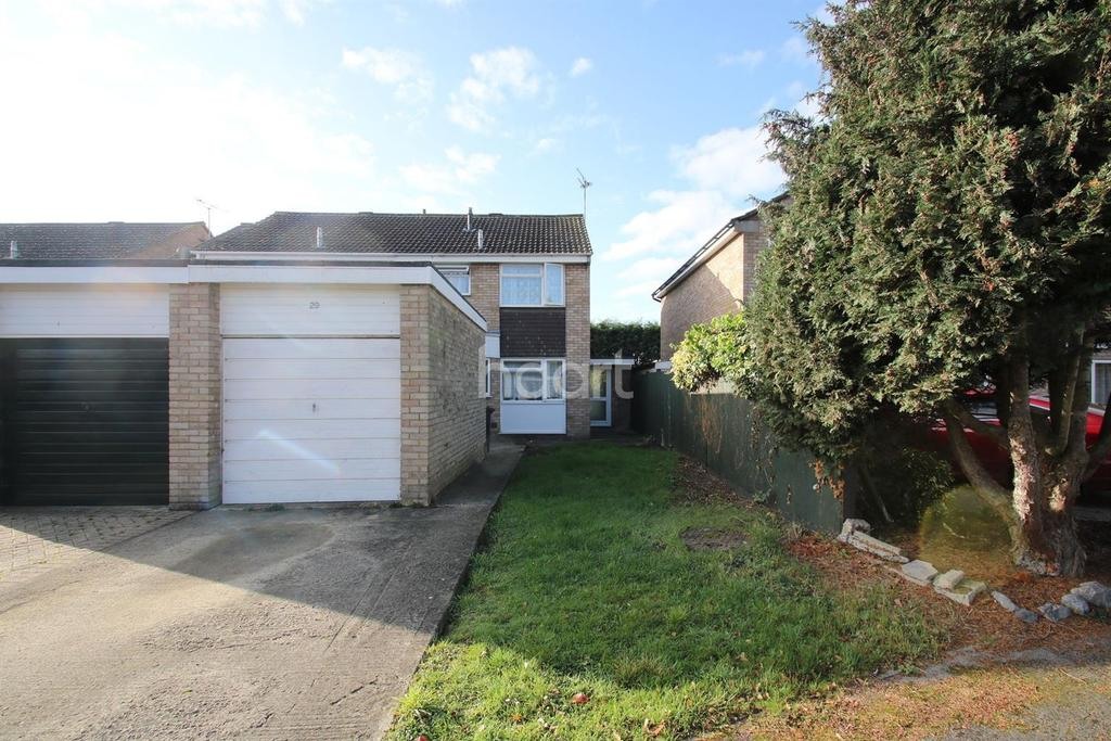 3 Bedrooms Semi Detached House for sale in Harrow Close, Lower Stratton