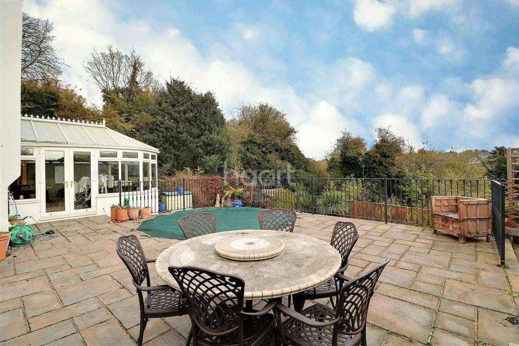 4 Bedrooms Detached House for sale in Old Hill, Orpington