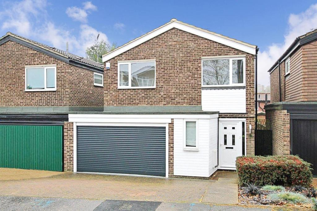 4 Bedrooms Detached House for sale in Willowdene Court, Warley, Brentwood