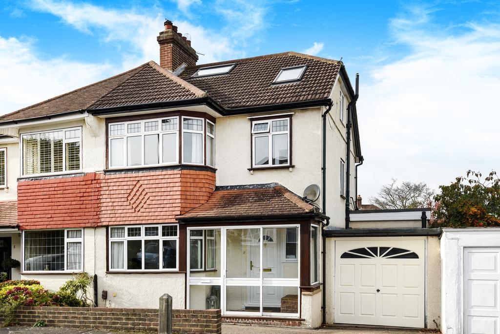 4 Bedrooms Semi Detached House for sale in Highbury Close West Wickham BR4
