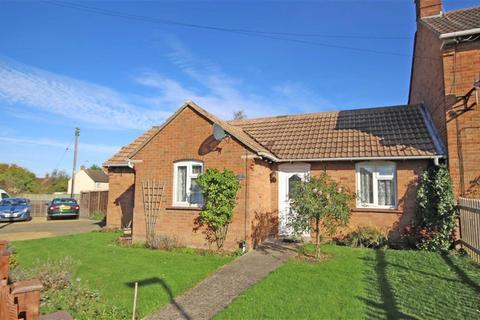 2 bedroom semi-detached bungalow for sale - Yarnolds, Shurdington, Cheltenham, GL51