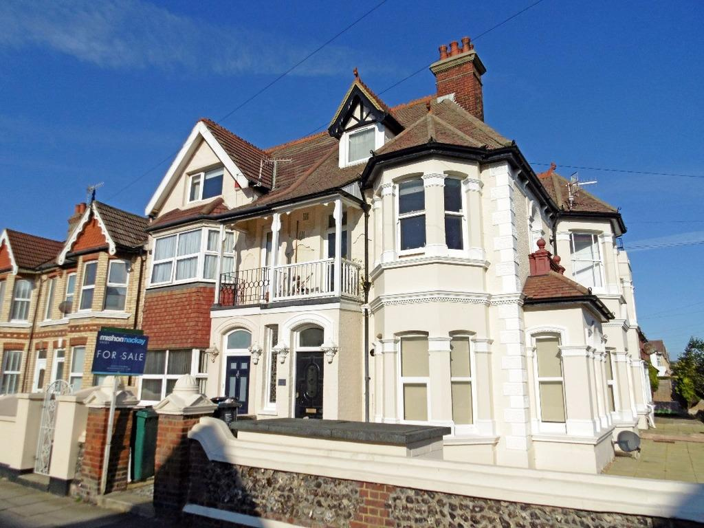 1 Bedroom Flat for sale in St Andrews Road Portslade East Sussex BN41