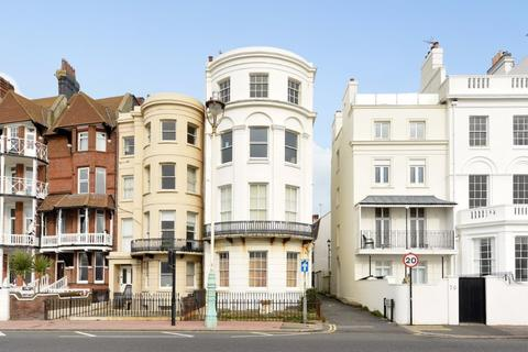 2 bedroom flat for sale - Marine Parade Brighton East Sussex BN2