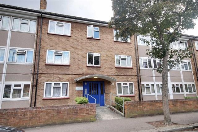 2 Bedrooms Flat for sale in King Edward Road, Leyton