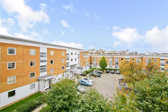 2 Bedrooms Flat for sale in Felixstowe Court, Royal Docks