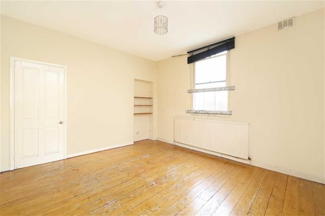 2 Bedrooms Flat for sale in Water Lane, Stratford