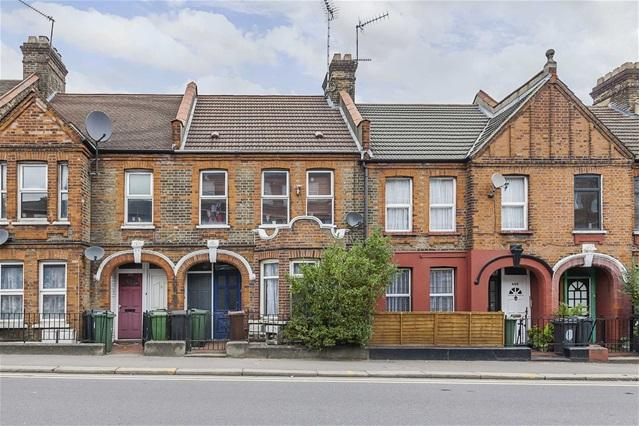 2 Bedrooms Flat for sale in Forest Road, Walthamstow