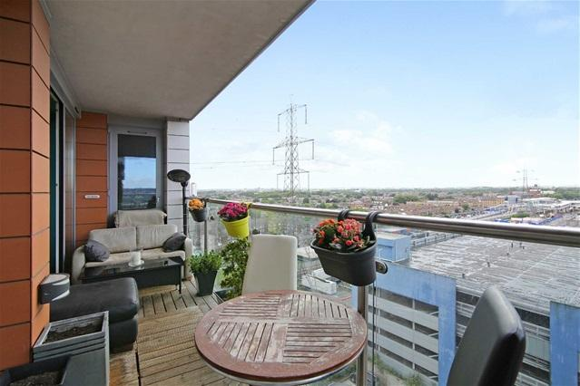2 Bedrooms Flat for sale in Oxygen, Seagull Lane, Docklands