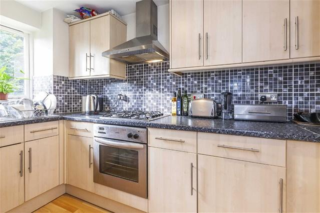 1 Bedroom Flat for sale in Greenacre Gardens, Walthamstow
