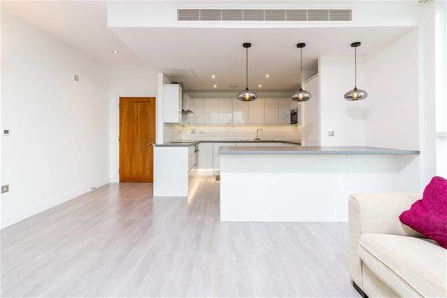 2 Bedrooms Flat for rent in Balearic Apartment, 15 Western Gateway, Docklands/Excel